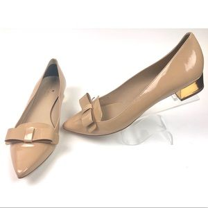 {KateSpade} Nude Patent Leather Bow Accent Shoe
